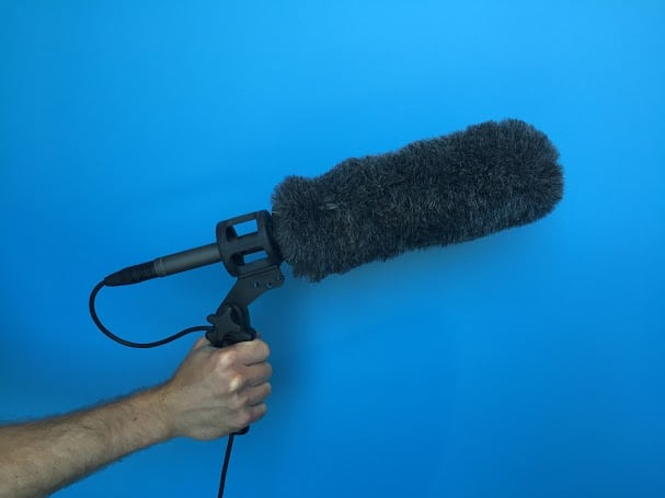 A pistol grip with a shock mount prevents the sound of handling noise from reaching the microphone.